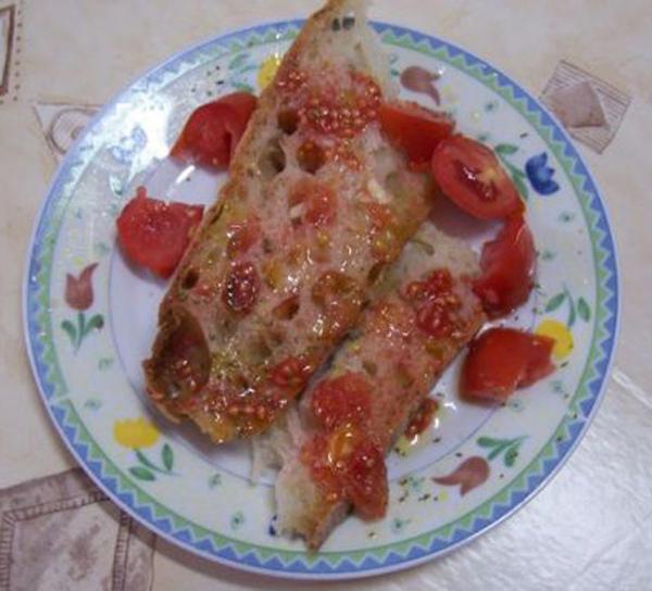 Per un buon pane e pomodoro c'è bisogno di un olio extravergine di oliva italiano